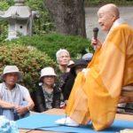 朝日新聞は、仏教僧の視点で日本を見ている