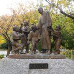 仏教は、人種差別に反対する